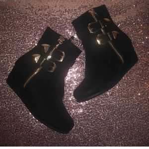 Girl's black boots gold buckle zipup size 2